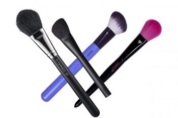 pennelli-make-up-essenziali-blush-e-bronzer-800x533