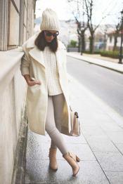 cappotto-e-bianco-e-maglione-bianco-9z07