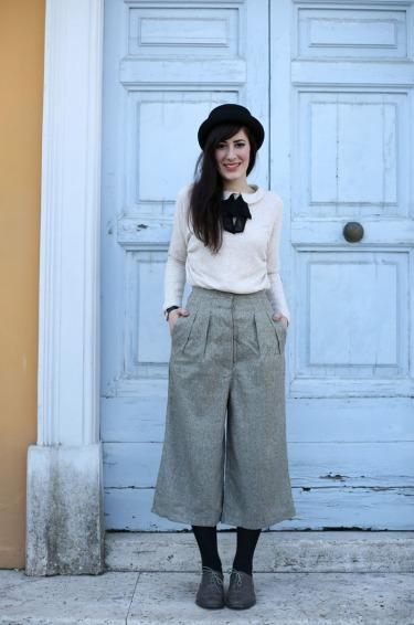 outfit-british-bon-ton-pantaloni-culotte-bombetta-1